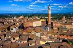 Vista aérea de Siena com Campo Quadrado Praça del Campo, Palazzo Pubblico e Mangia Torre Torre del Mangia em Siena Fotografia de Stock Royalty Free