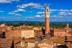 Vista aérea de Siena com Campo Quadrado Praça del Campo, Palazzo Pubblico e Mangia Torre Torre del Mangia em Siena, Toscânia Fotografia de Stock