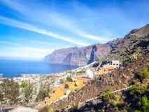 Vista aérea de surpresa dos penhascos do Los Gigantes em Tenerife, Ilhas Canárias, Espanha fotografia de stock