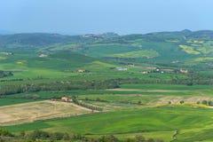 Vista aérea de surpresa de Toscânia da fortaleza de Tentennano Paisagem bonita do panorama perto de Castiglione d 'Orcia, Toscâni imagens de stock