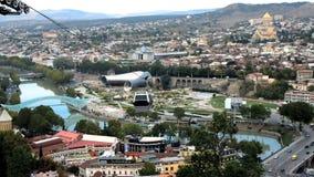 Vista aérea de Tbilisi, Georgia almacen de metraje de vídeo