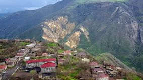 Vista aérea de telhados da casa da vila de Tatev, Armênia foto de stock