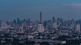 Vista aérea de time lapse de edificios de oficinas modernos, condominio en la ciudad grande céntrica almacen de metraje de vídeo
