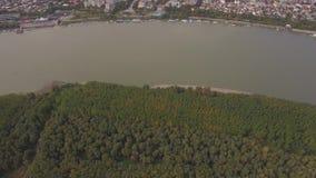 Vista aérea de uma cidade de porto video estoque