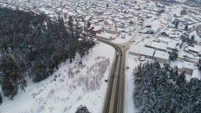 Vista aérea de uma estrada na paisagem do inverno vídeos de arquivo