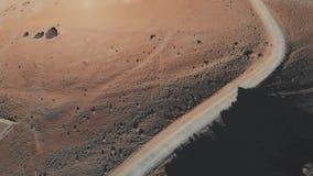 Vista aérea de uma fuga do deserto no por do sol Base do vulcão, parque nacional de Teide, Tenerife Paisagem lunar ou marciana video estoque