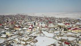 Vista aérea de uma vila pequena no delta de Danúbio video estoque