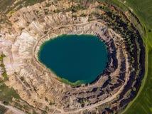 Vista aérea de un cráter de un hoyo del minig Fotos de archivo