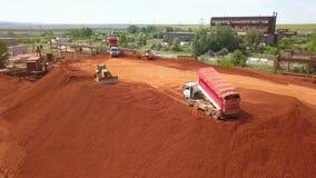 Vista aérea de un depósito de mineral metrajes