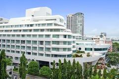 Vista aérea de un edificio y de una playa del hotel en pattaya, Tailandia fotografía de archivo