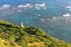 Vista aérea de un faro que protege la costa en Oahu foto de archivo libre de regalías