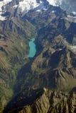 Vista aérea de un lago de la montaña en Suiza Imagenes de archivo