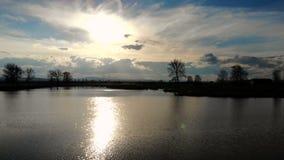 Vista aérea de un lago hermoso en Bulgaria almacen de video