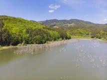 Vista aérea de un lago natural Imagen de archivo