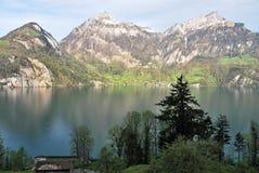 Vista aérea de un pueblo suizo del país. Fotos de archivo libres de regalías
