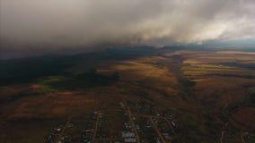 Vista aérea de un valle del otoño almacen de video