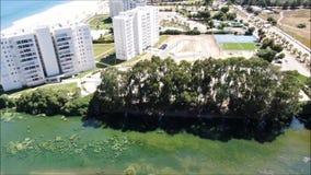 Vista aérea de una ciudad, de una playa y de un paisaje almacen de video