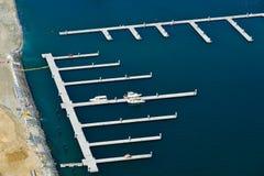 Vista aérea de una costa de mar hermosa en Dubai imágenes de archivo libres de regalías