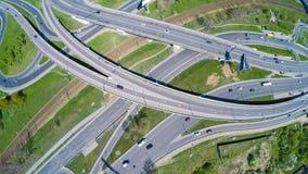 Vista aérea de una intersección de la autopista sin peaje Imagen de archivo libre de regalías