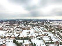 Vista aérea de una pequeña ciudad en el invierno, Ontario, Canadá imágenes de archivo libres de regalías