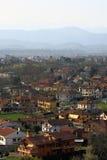 Vista aérea de una pequeña ciudad italiana Foto de archivo
