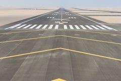 Vista aérea de una pista del aeropuerto fotos de archivo libres de regalías