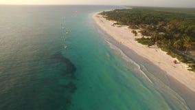 Vista aérea de una playa del Caribe almacen de metraje de vídeo