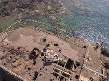 Vista aérea de una ruina de una nave en el Océano Atlántico Ruina del buque de carga griego: Telamon Lanzarote, islas Canarias, E fotos de archivo libres de regalías