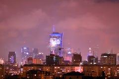 Vista aérea de Varsóvia Varsóvia do centro na noite ` S Eve Fireworks do ano novo foto de stock