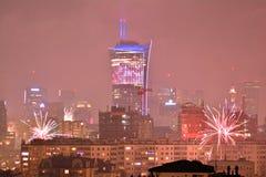 Vista aérea de Varsóvia Varsóvia do centro na noite ` S Eve Fireworks do ano novo foto de stock royalty free