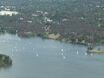 Vista aérea de veleros en Canberra almacen de metraje de vídeo