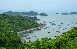 Vista aérea de vilas de flutuação em torno das ilhas de Cat Ba, Haiphong Fotos de Stock Royalty Free