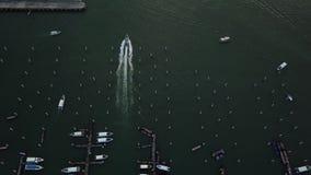 Vista aérea de yates y de botes pequeños en Pattaya, Tailandia almacen de metraje de vídeo