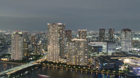 Vista aérea del área de la bahía de la ciudad de Tokio en la noche Fotografía de archivo