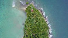 Vista aérea del acantilado de la isla de Manukan a afilar metrajes
