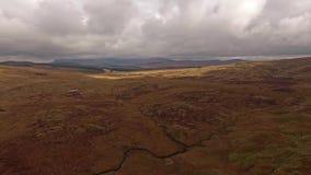 Vista aérea del B4391 a través del amarrar y de las montañas de País de Gales, Reino Unido almacen de metraje de vídeo
