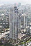 Vista aérea del banco comercial de Isbank de las jefaturas de Turquía en Levent en el lado europeo de Estambul, Turquía imágenes de archivo libres de regalías