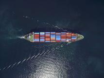 Vista aérea del buque de carga, contenedor para mercancías en el puerto a del almacén imagen de archivo libre de regalías