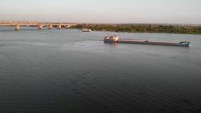 Vista aérea del buque de petróleo almacen de video