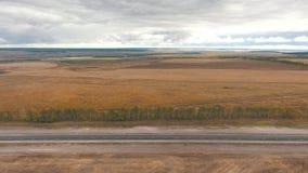 Vista aérea del camino metrajes