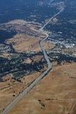 Vista aérea del camino californiano de la carretera Foto de archivo libre de regalías