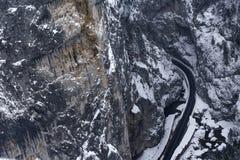 Vista aérea del camino curvy en Bicaz Chei Fotografía de archivo libre de regalías