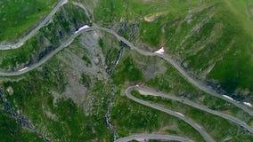 Vista aérea del camino de la montaña de Transfagaras en Transylvanian cárpato, Rumania almacen de metraje de vídeo