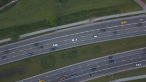 Vista aérea del camino ocupado metrajes
