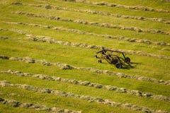 Vista aérea del campo cortado del heno Foto de archivo