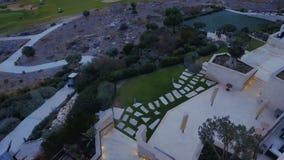 Vista aérea del campo de golf almacen de metraje de vídeo