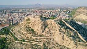 Vista aérea del castillo de Santa Barbara en Alicante, España almacen de metraje de vídeo