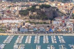 Vista aérea del castillo y del puerto españoles de Denia fotografía de archivo libre de regalías