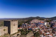 Vista aérea del castillo y del pueblo de Castelo de Vide en Alentejo, Portugal Imagen de archivo
