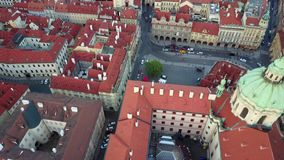 Vista aérea del centro de ciudad de Praga almacen de video